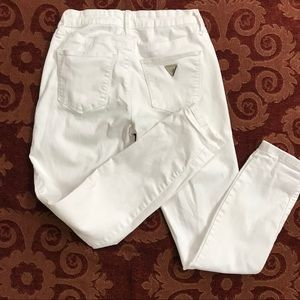 Guess white  size 26 skinny jeans